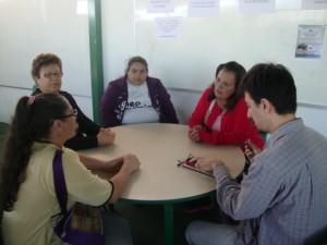Um dos grupos de discussão durante encontro