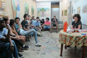 Jovens em atividade na organização. Crédito: Undió