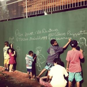 Crianças montam hortas no Parque das Corujas. Crédito: ProjetoCoruja