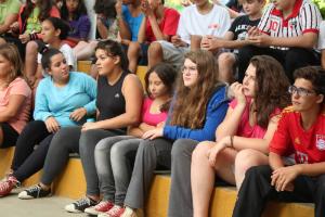 Jovens em assembleia durante semana temática. Foto: Centro de Referências