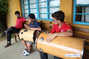 Jovens em atividade do projeto pessoal sobre samba. Foto: Centro de Referências