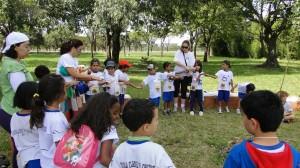 Alunos da Escola Classe 5 Cruzeiro em visita à Escola da Natureza. Créditos: Reprodução