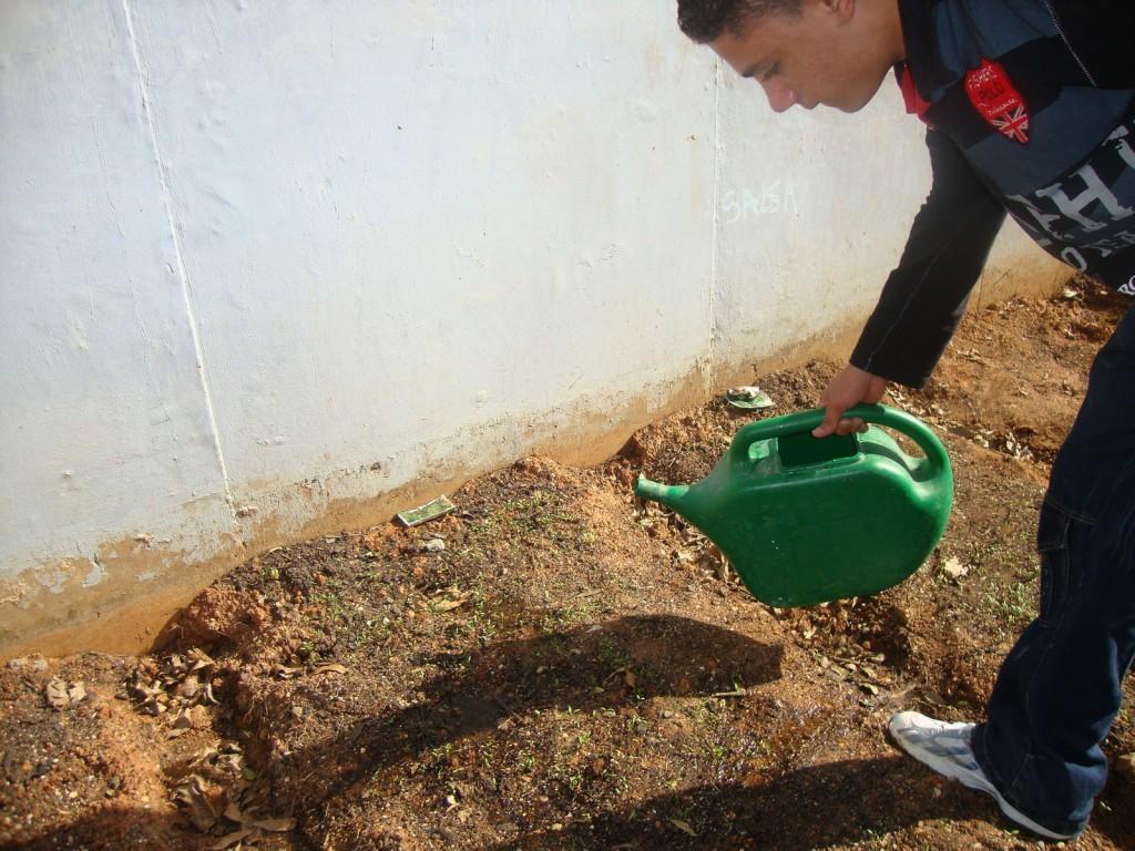 Estudante em atividade no LIAU da EMEF José Mariano Beck. Foto: Reprodução