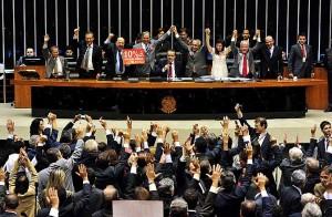 Deputados comemoram aprovação do Plano Nacional de Educação./Gustavo Lima/Câmara dos Deputados