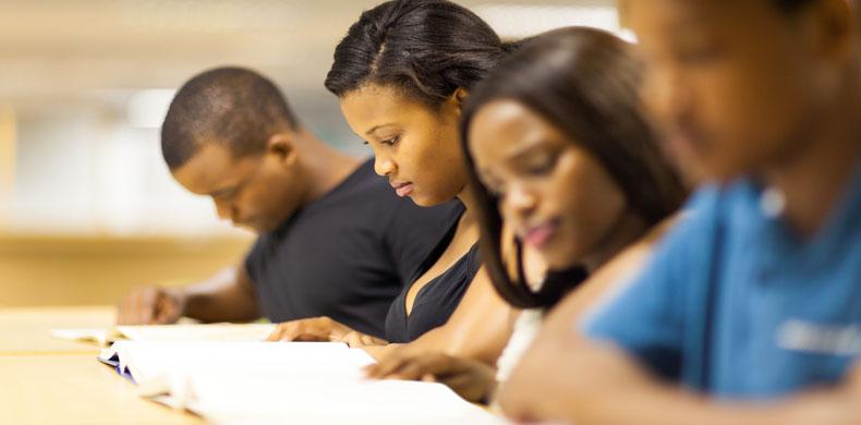 estudantes negros mesa grupo jovens hl