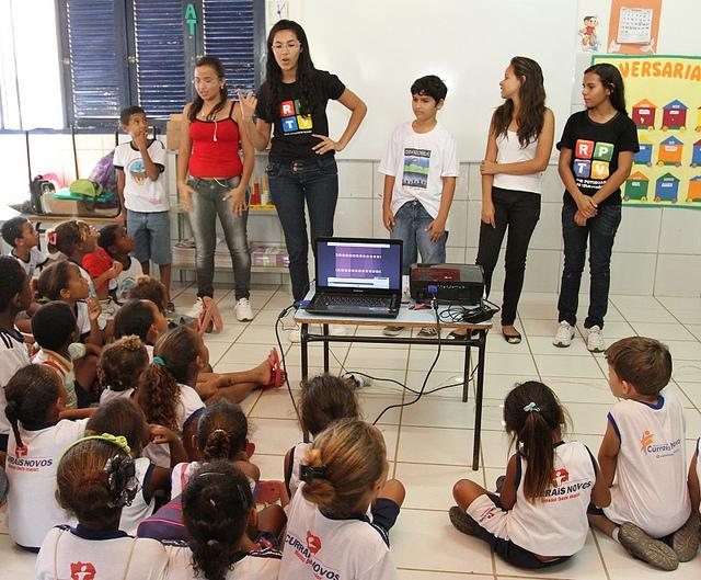 Crianças em atividade da RPTV. Foto: Reprodução.