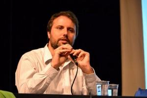 Daniel Cara critica as revogações de políticas realizadas pelo governo Temer.