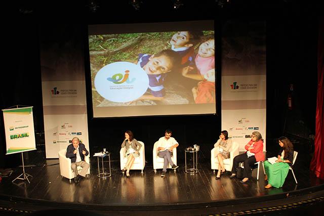 Da esquerda para direita: André Lázaro, Patrícia Mota, Daniel Brandão, Anna Penido, Sônia Kruppa e Natacha Costa.