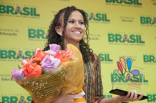 Gina recebeu prêmio do MEC pelo projeto