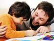 Ler livros com e para os filhos melhora o desenvolvimento infantil