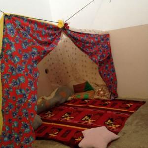 Espaço utilizado pelas crianças para brincar, tocar, ler.