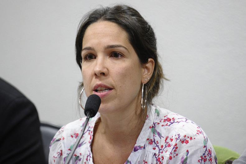 Natacha Costa, durante audiência no Senado / Crédito: Agência Senado