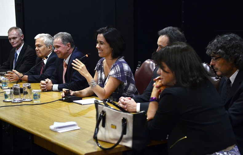 O secretário de Educação, parlamentares e desembargador participaram da audiência. Crédito: Rovena Rosa/Agência Brasil