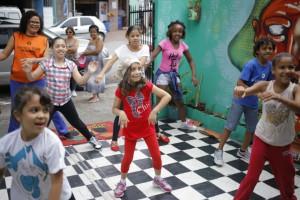 Crianças usam o Hip Hop para superar dificuldades de aprendizagem