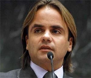 """Deputado Eros Biondini é autor do projeto de lei que prende professores que professar """"ideologia de gênero"""" nas escolas"""