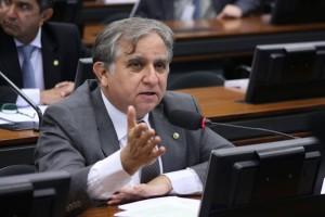 Deputado tucano, Izalci Lucas, propôs PL inspirado pelo movimento Escola Sem Partido.