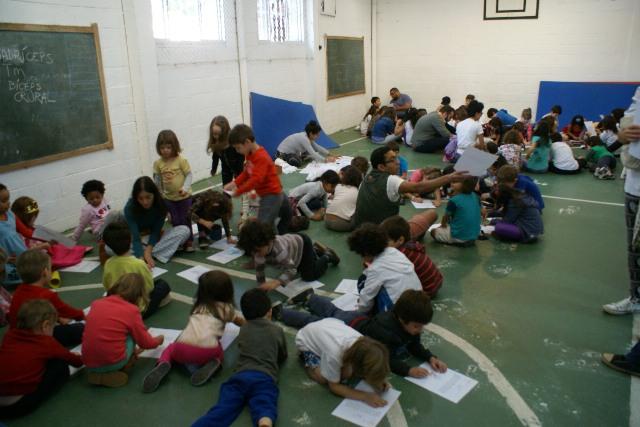 Estudantes são estimulados a trabalharem coletivamente. Créditos: divulgação