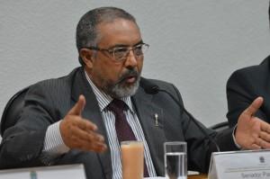 O Senador Paulo Paim é um dos autores do PL 756 que cria diretrizes básica para definir o que é educação integral