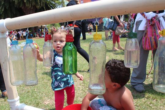Brincar é fundamental até para o desenvolvimento neurológico de crianças. Crédito: Danilo Mekari