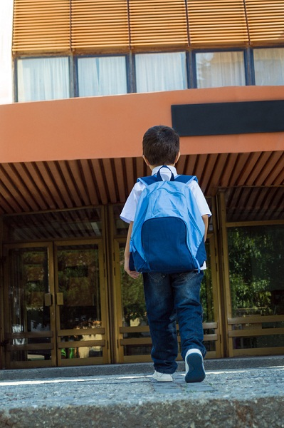 primeiro dia escola crianca_Nikola Solev