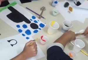 Estudantes desenvolvem atividades lúdicas.