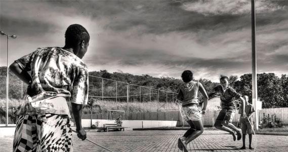 cidade educadora bairro escola meninos brincar jogar