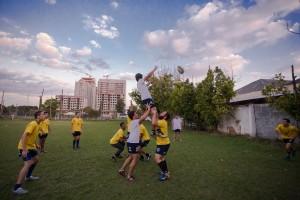 Estudantes jogam Rugby na escola. Crédito: A2img / Diogo Moreira