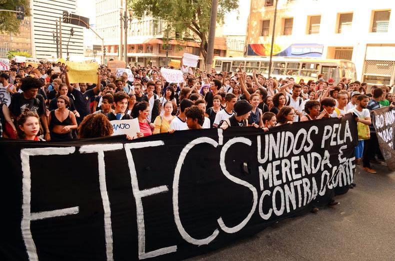 Estudantes protestam nas ruas de São paulo. Crédito: Rovena Rosa/Agência Brasil.