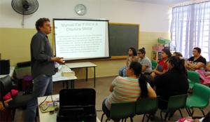 Historiador da região, Marcos Ahlers participa de uma das tardes formativas com a comunidade escolar