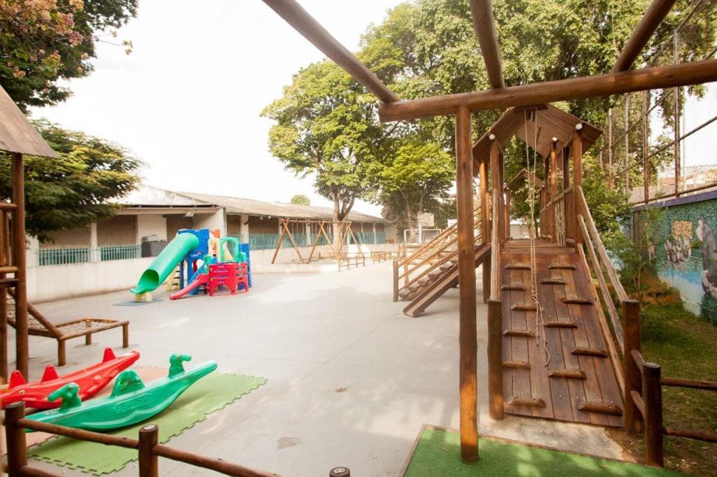 Parquinho construído na Escola Municipal Infantil Gente Inocente a partir do orçamento participativo.