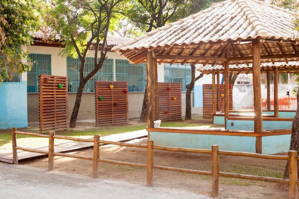 Quiosques construídos na Escola Municipal Nelcina Rosa de Jesus