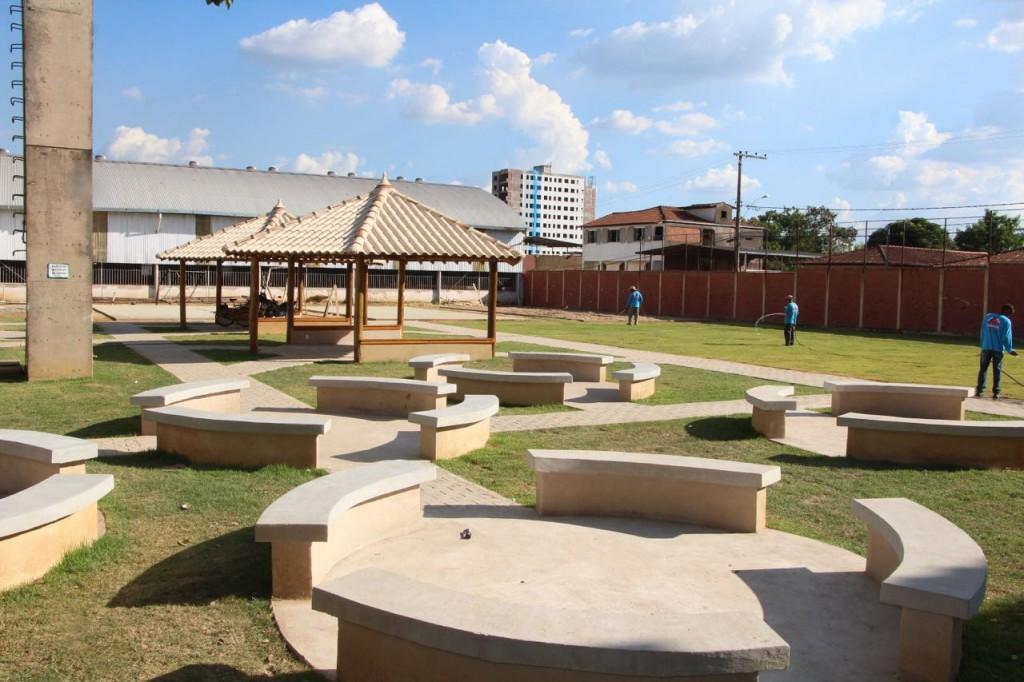 Escolha Escola arthur Bernardes com novo espaço de convivência pedido pelos estudantes.