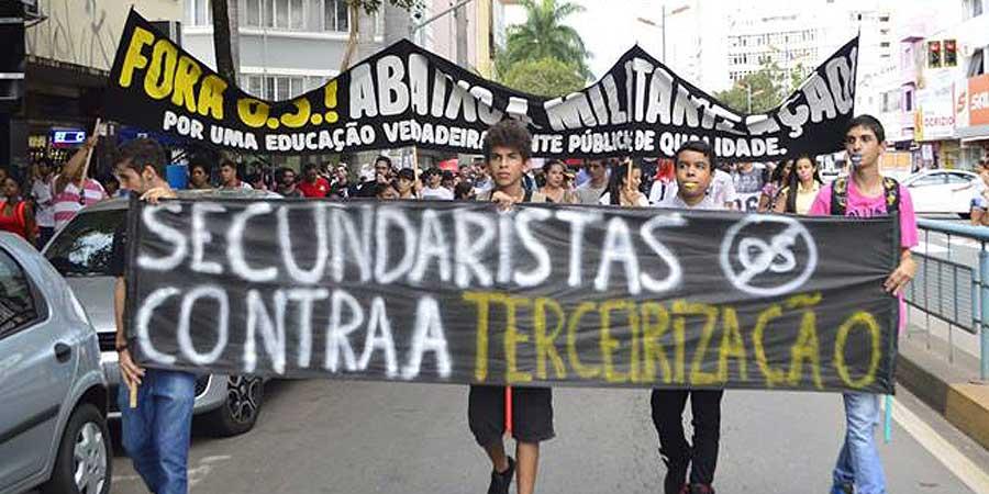 Secundaristas de Goiás em manifestação contra as OSs. Crédito: CGC Educação