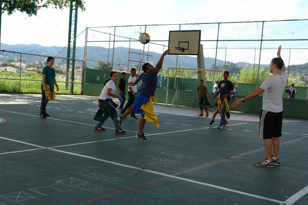 Os jogos podem uma importante ferramente que deve ser utilizado na educação física. Foto: Fundação Gol de Letra