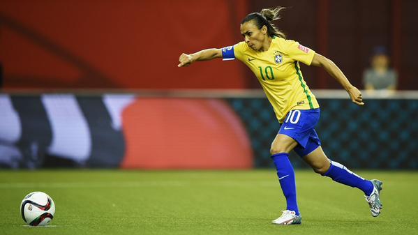 Marta, a maior jogadora de futebol de todos os tempos. Mostrar atletas mulheres bem sucedidas auxilia no combate aos preconceitos.