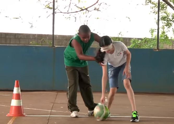 menino menina educacao fisica brincar