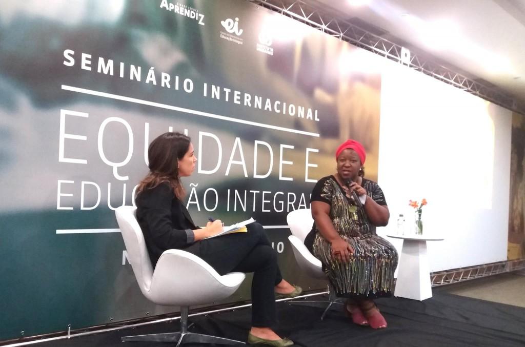 Macaé Evaristo ao lado de Natacha Costa, diretora da Associação Cidade Escola Aprendiz. Créditos: reprodução