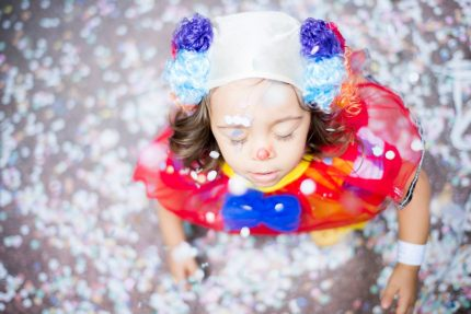 menina_palhaço_inclusão_brincar_carnaval_brincadeira