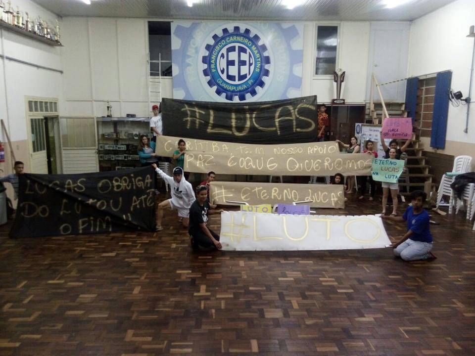 Estudantes do Colégio Francisco Carneiro Martins, uma das escolas ocupadas no Paraná.