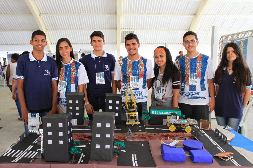 Jovens apresentam projeto de robótica e sustentabilidade