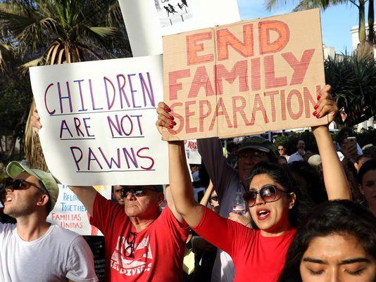 Protesto em Los Angeles (EUA) contra a separação das famílias