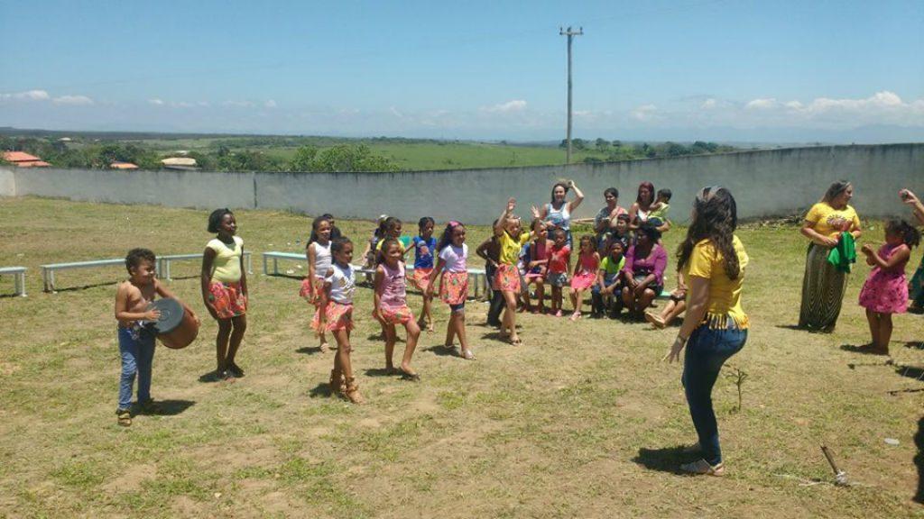 As várias danças africanas fazem parte da educação quilombola na escola Dona Rosa Geralda