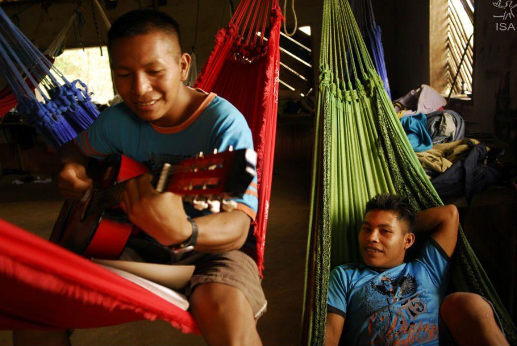 Alunos da Pamáali em alojamento da escola Pamaali, educação indígena