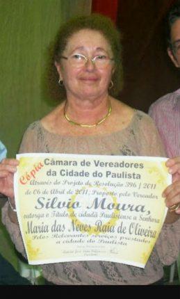 Maria das Neves recebe reconhecimento por seu trabalho como professora