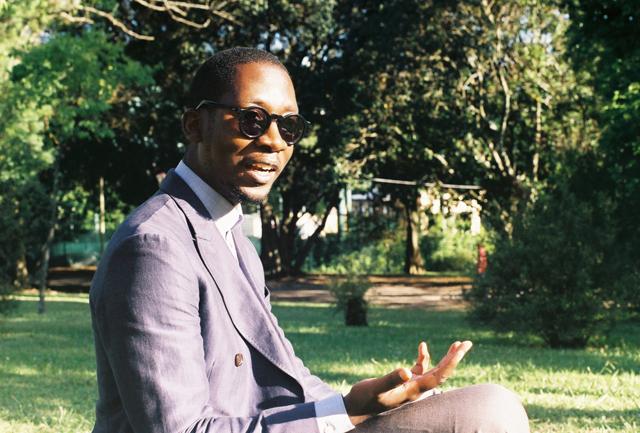 O escritor Kalaf Epalanga