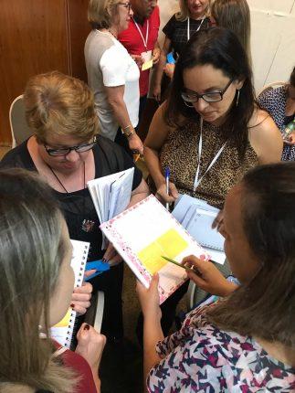 Gestores e suas equipes compartilham experiências durante o workshop Currículo na Educação Integral