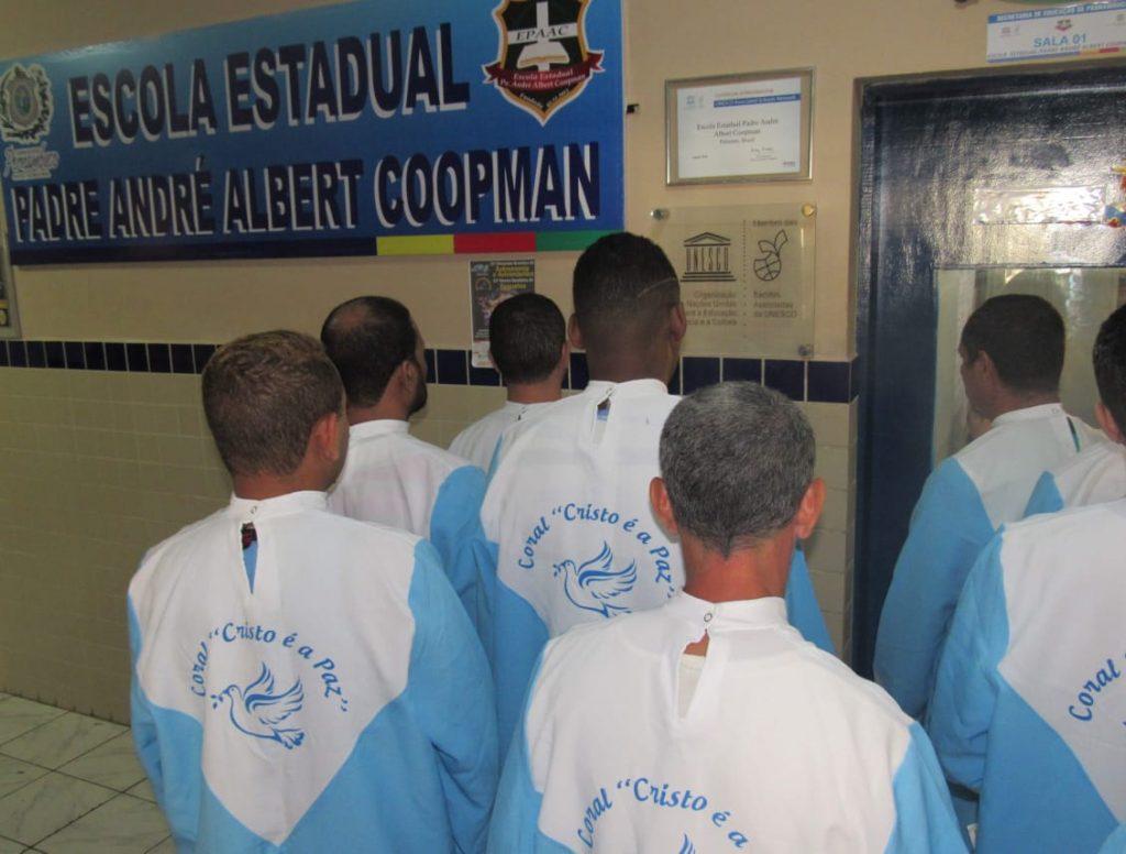 Entrada da Escola Estadual Padre André Albert Coopman, educação prisional